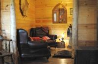 บ้านไม้ กระท่อมไม้หลังเล็กน่ารักและอบอุ่น