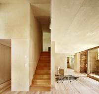 บ้านแปลงโฉมบ้านไม้ร้อยปี ให้เป็นบ้านพักผ่อนสำหรับวันหยุด
